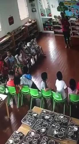 Công an vào cuộc vụ cô giáo mầm non để gần chục học sinh đánh 1 em