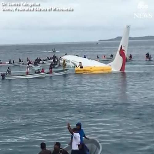 May bay của hãng hàng không Air Niugini lao xuống biển hôm 28/9
